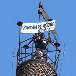 Treviglio, va in pensione L'annuncio dalla cima del campanile