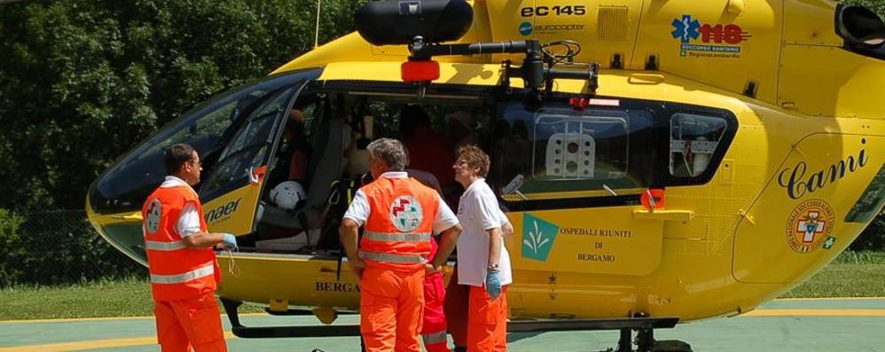 Bimbo di 5 anni si rompe un braccio Elisoccorso agli Spiazzi di Gromo