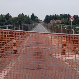 Ponte chiuso, disagi per 50 mila Tre pullman per gli studenti