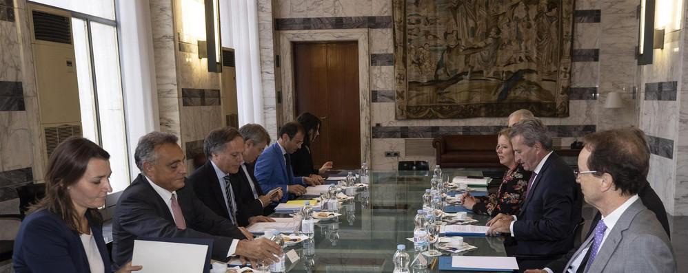 Oettinger a Roma, l'Italia boccia il bilancio europeo