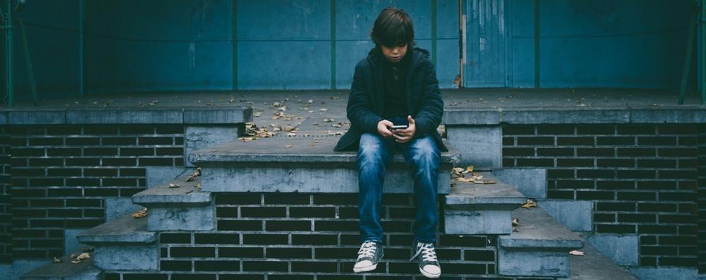 Smartphone, allarme adolescenti «In chat anche oltre 100 volte al giorno»