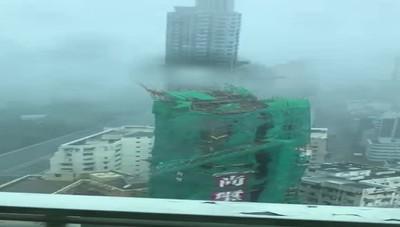 La violenza del tifone Mangkhut