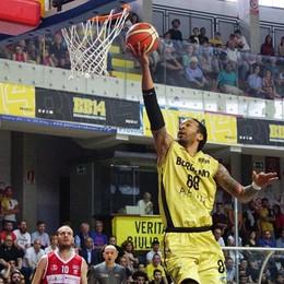 Tiri liberi sul basket orobico Exploit del Bergamo (anche dei tifosi)