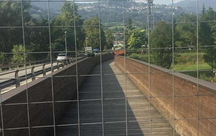 Usurati dal tempo e dalle intemperie Val Seriana, chiusi due ponti sulla ciclabile