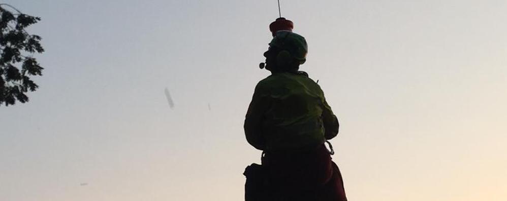 Scivola in un dirupo per 20 metri Salvato 23enne al monte Bronzone