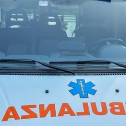 Scontro tra due auto a San Pellegrino Pedone colpito da un semaforo: è grave