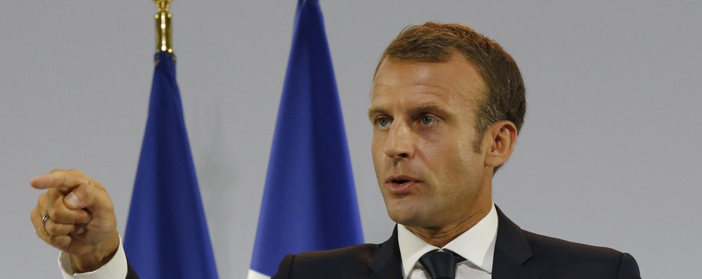 Francia: sondaggi, Macron sempre in caduta libera, -5 punti