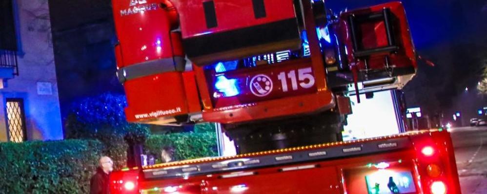 Bimbi chiudono mamma nel bancomat I vigili del fuoco la liberano