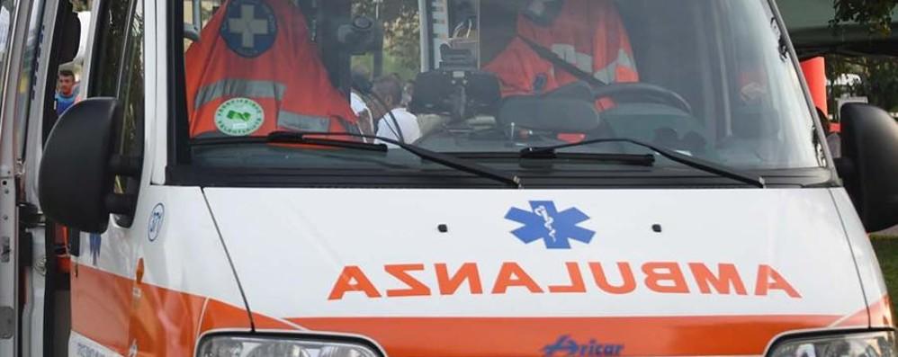 Travolto da un ciclista a Selvino Grave 74enne: attraversava corso Milano