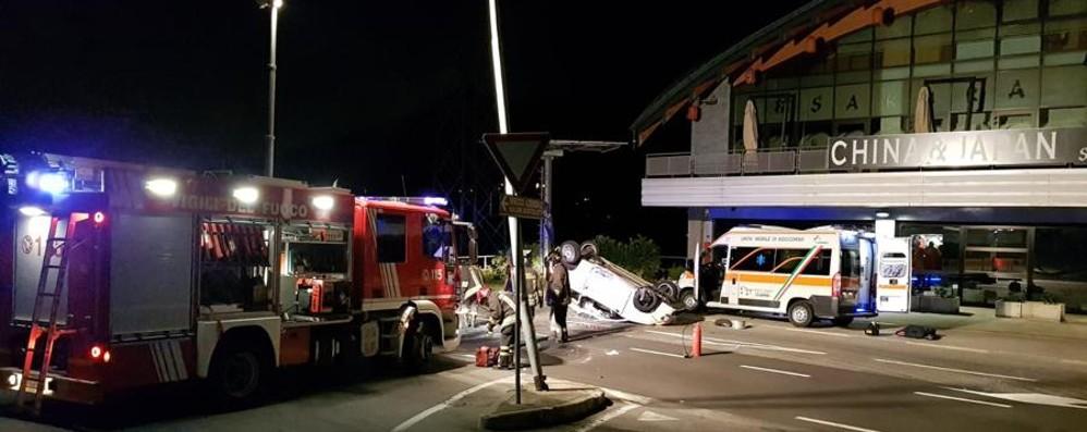 Urta palo e si ribalta in auto a Cene  Operaia 35enne in pericolo di vita