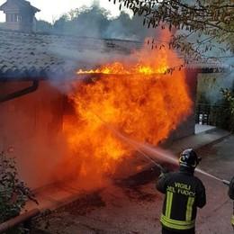 Incendio in una cascina a Leffe Intervento dei vigili del fuoco