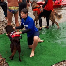 Lorenzo e Red: la sfida è vinta Con il diabete a nuoto nel lago