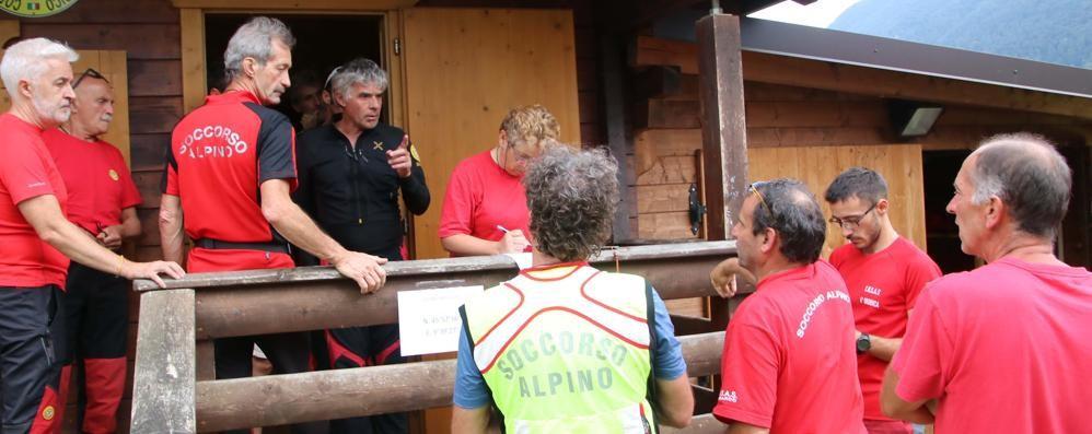 Al telefono coi soccorritori e poi sparisce Si cerca 70 enne disperso in Val Taleggio