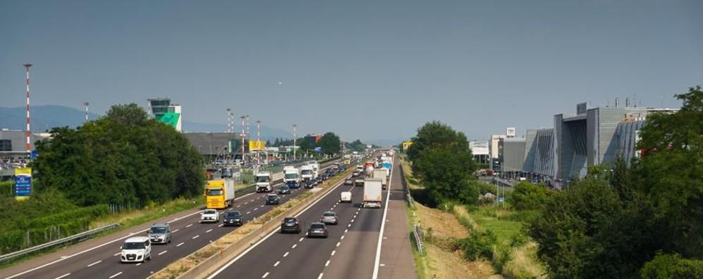 Incidente in A4 tra Seriate e Bergamo Coinvolto un tir, occhio alle code
