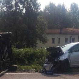 Auto si scontra con furgone Muore 91enne, ferita la moglie