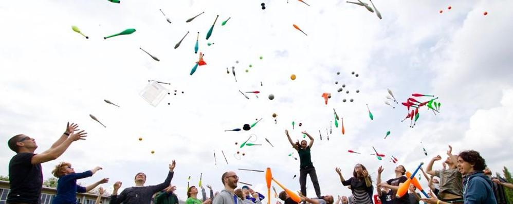 Rastelli,   acrobazie di un mito  Al via il festival di giocoleria