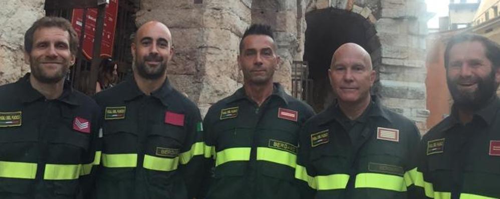Gli eroi bergamaschi di Genova  Sul palco dell'Arena con Bocelli