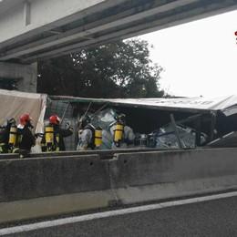Tir si ribalta, 57enne perde la vita È un camionista di Bariano