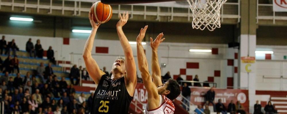 Tiri liberi sul basket orobico Dell'Agnello ci crede, Bergamo da primato