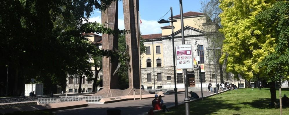Arrestato per spaccio davanti alle scuole  Piazzale Alpini, arrestato 20enne