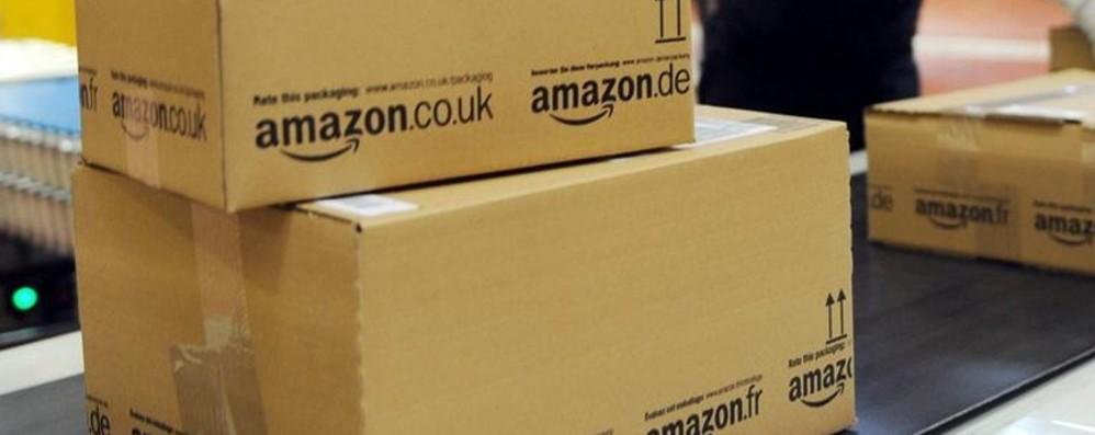 Nel pacco anche dei campioni omaggio Nuovo test (pubblicitario) di Amazon
