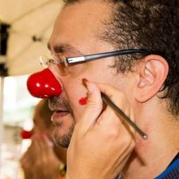 Il «clown dottore» fa dimenticare  la malattia e cura tutti con una risata
