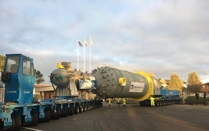 Trasporto eccezionale da 600 tonnellate Il tir di 80 metri è arrivato a destinazione