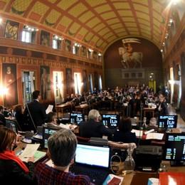 Bergamo, sui banchi del consiglio  Assenze oltre 30%, in tre a rischio decadenza