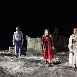 Antigone, tragedia moderna In prima nazionale al teatro Sociale