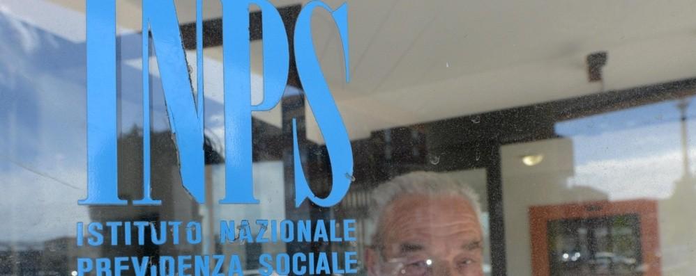Crisi e rischio di povertà in Italia Le pensioni tengono meglio degli stipendi