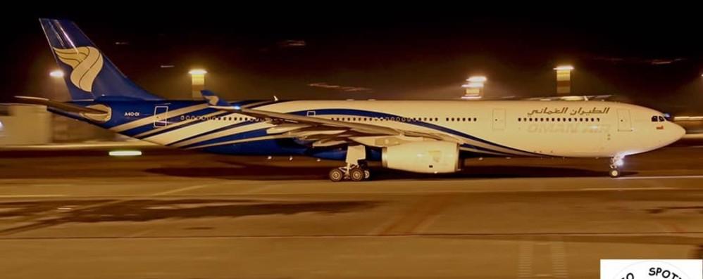 Malpensa chiusa, partiti voli dirottati a Orio  Decollato anche l'aereo  per l'Oman