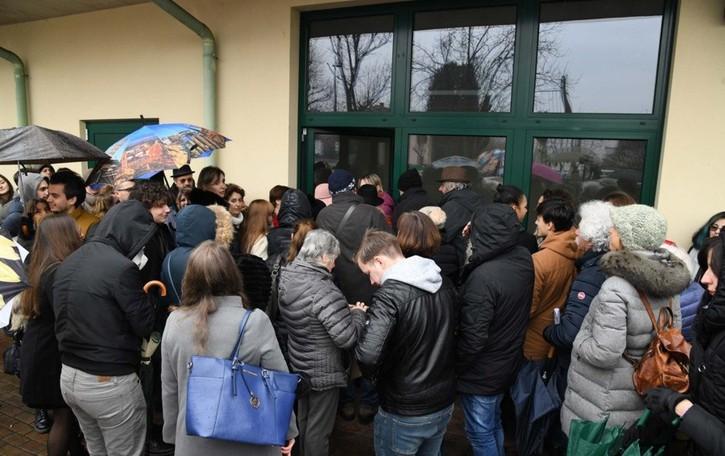Tutti in fila per il casting a Calvenzano In 300 per fare la comparsa con Germano