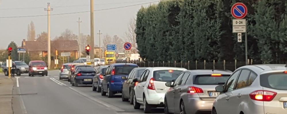 Schianto in moto: ferito un 23enne Viadotto di Boccaleone: traffico in tilt