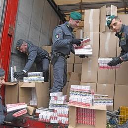 Tre tonnellate di sigarette di contrabbando L'operazione della Finanza - Video