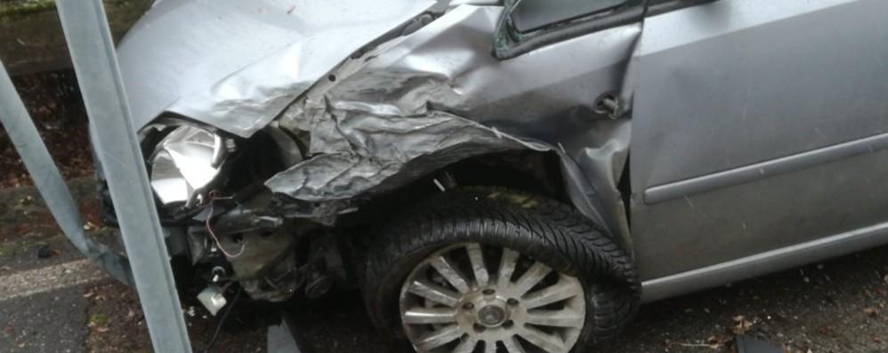 Clusone, auto sbanda e va fuori strada Ferita una 41enne, trasportata in elicottero