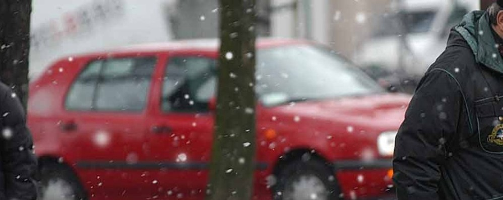 Qualche fiocco di neve cade in città Solo un breve passaggio, poi torna sereno