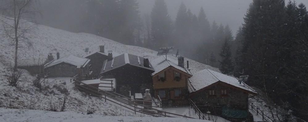 Risveglio con la neve nelle valli e in città Ma è solo un assaggio - Il meteo