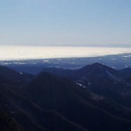 Vento, raffiche fino a 100 km/h  -Video Spettacolo, la linea di nebbia sulla pianura