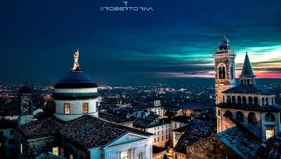 «La notte scende sui tetti di Città Alta...»