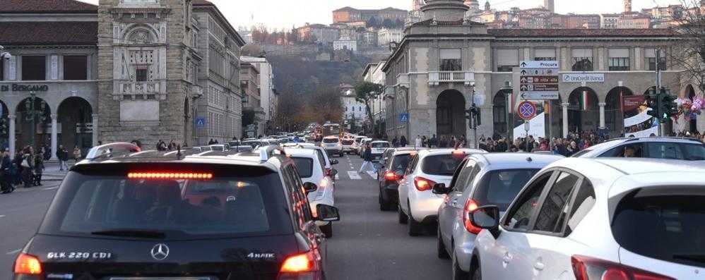 Ecco come evitare code e traffico Incidente a San Giovanni Bianco