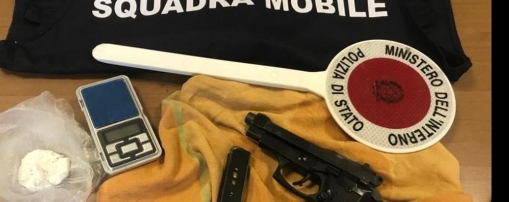 Prostituzione in via Moroni, un arresto Preso uomo con dosi di coca e un'arma
