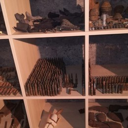Museo privato di residuati bellici a casa Arrestato un commerciante di Gazzaniga