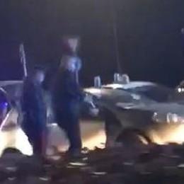 Carabinieri travolti durante un controllo Scene da far west a Calcio