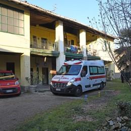 Mette una rete sul tetto e cade dalla scala Treviglio, in ospedale un uomo di 57 anni