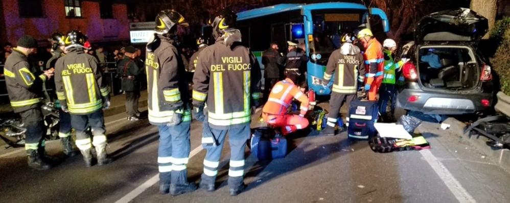 Schianto tra un bus e due auto a Lovere  Ci sono 10 feriti, alcuni in gravi condizioni