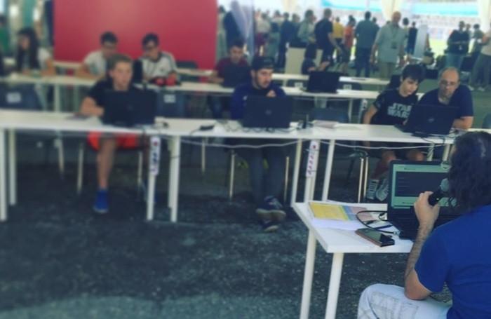 Lezione di coding, Francesco Cortesi durante una lezione di coding didattico