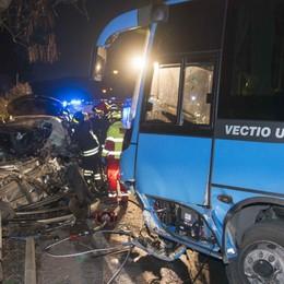 Schianto tra auto e bus a Lovere 61enne e bimbo in prognosi riservata