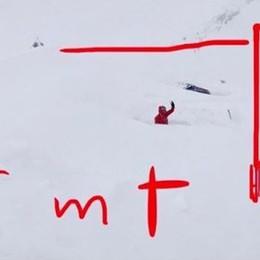 Simone Moro bloccato sul Manaslu «Situazione terribile, caduti 6 metri di neve»