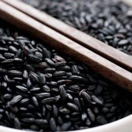 Tortino di riso venere con porri su crema di zucca