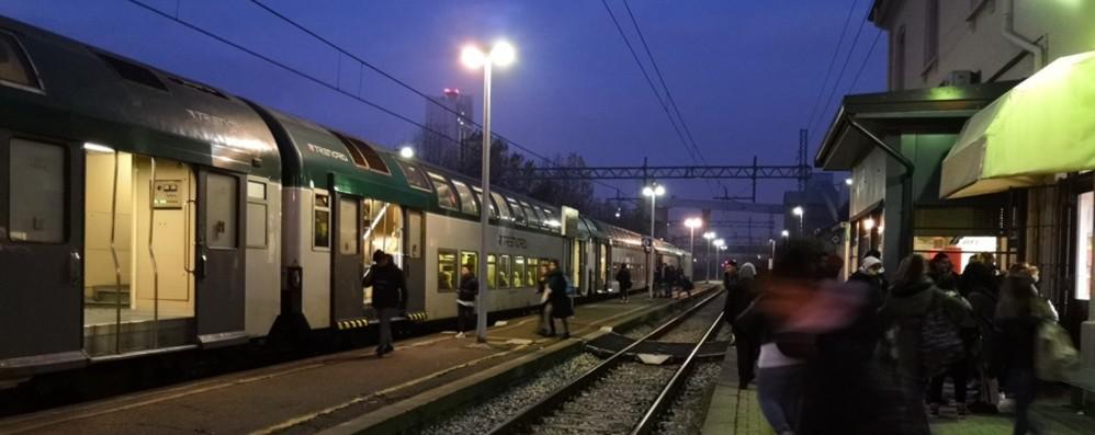 Treni, per i pendolari è il caos Porte rotte, ritardi e cancellazioni